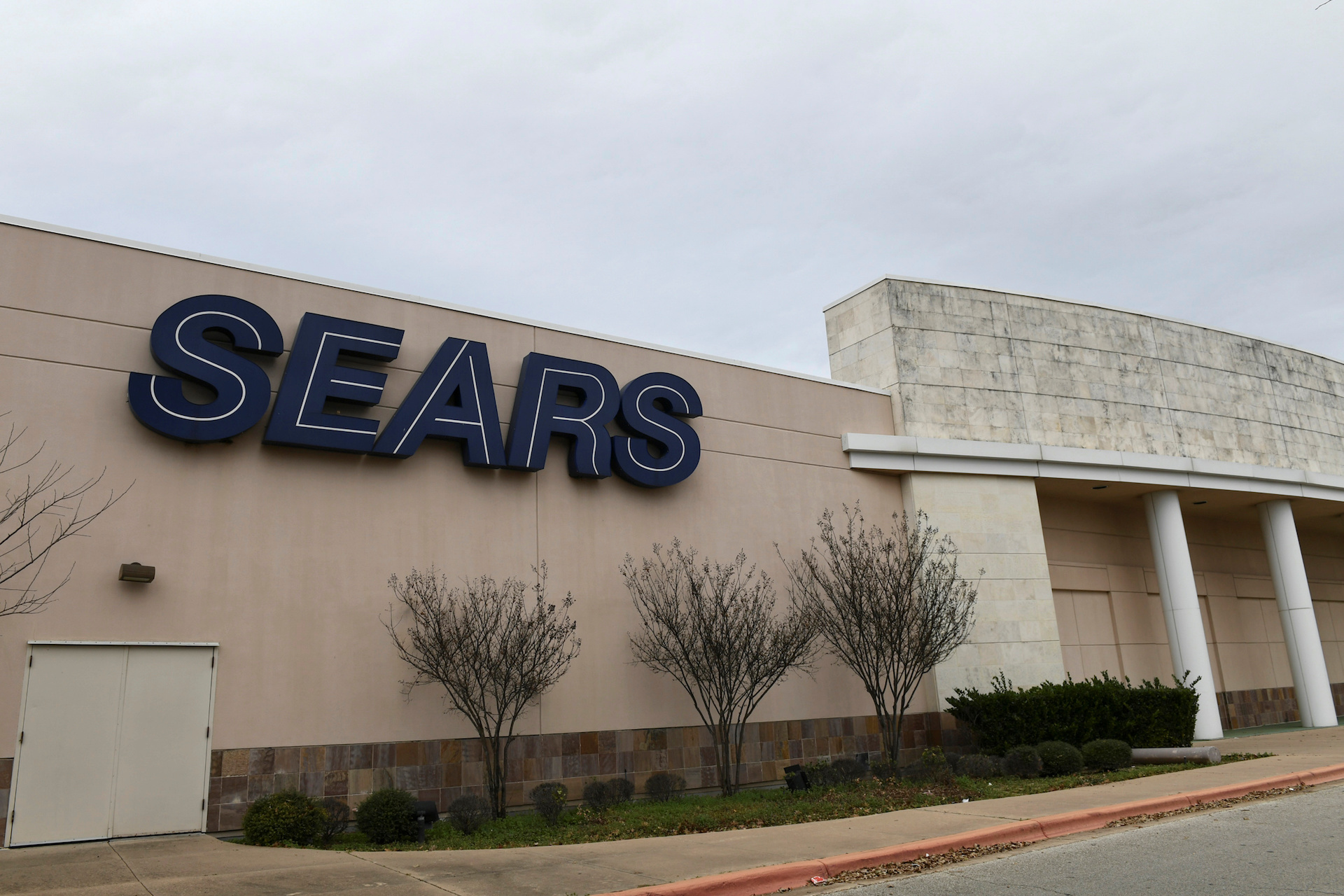 4c6c9b2fe Sears anuncia cierre de tiendas y vende su marca Craftsman