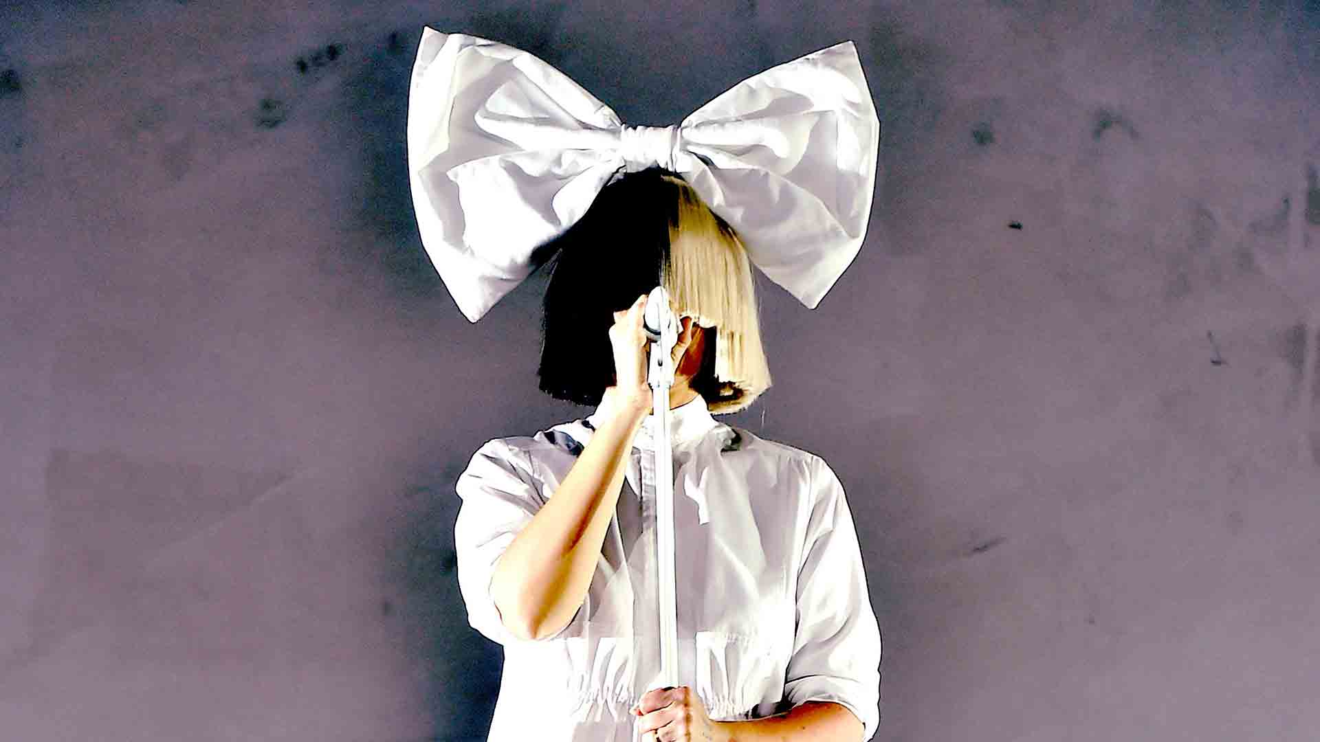 Sia Tweets Nude Photo In Effort To Thwart Paparazzi See Here