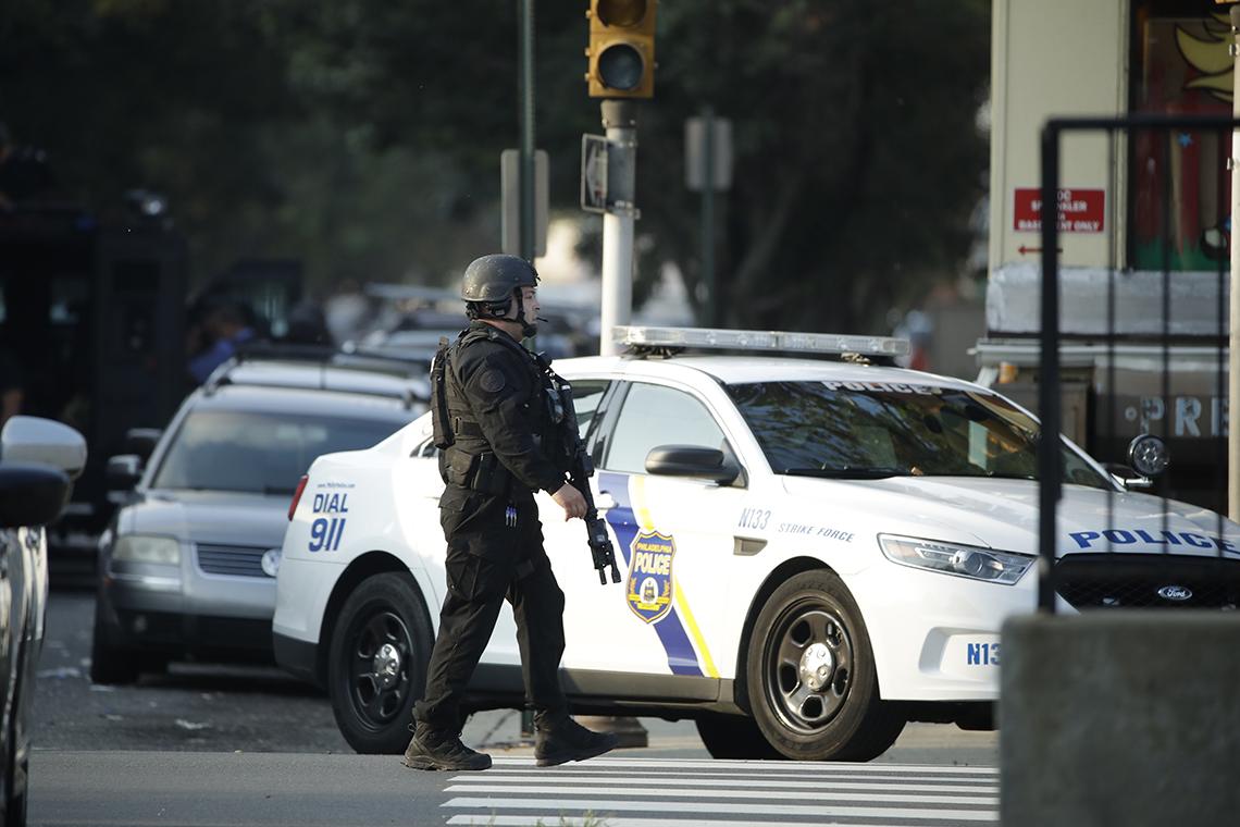 Tras ocho horas de tiroteo en Philadelphia y seis policías heridos el sospechoso está bajo custodia