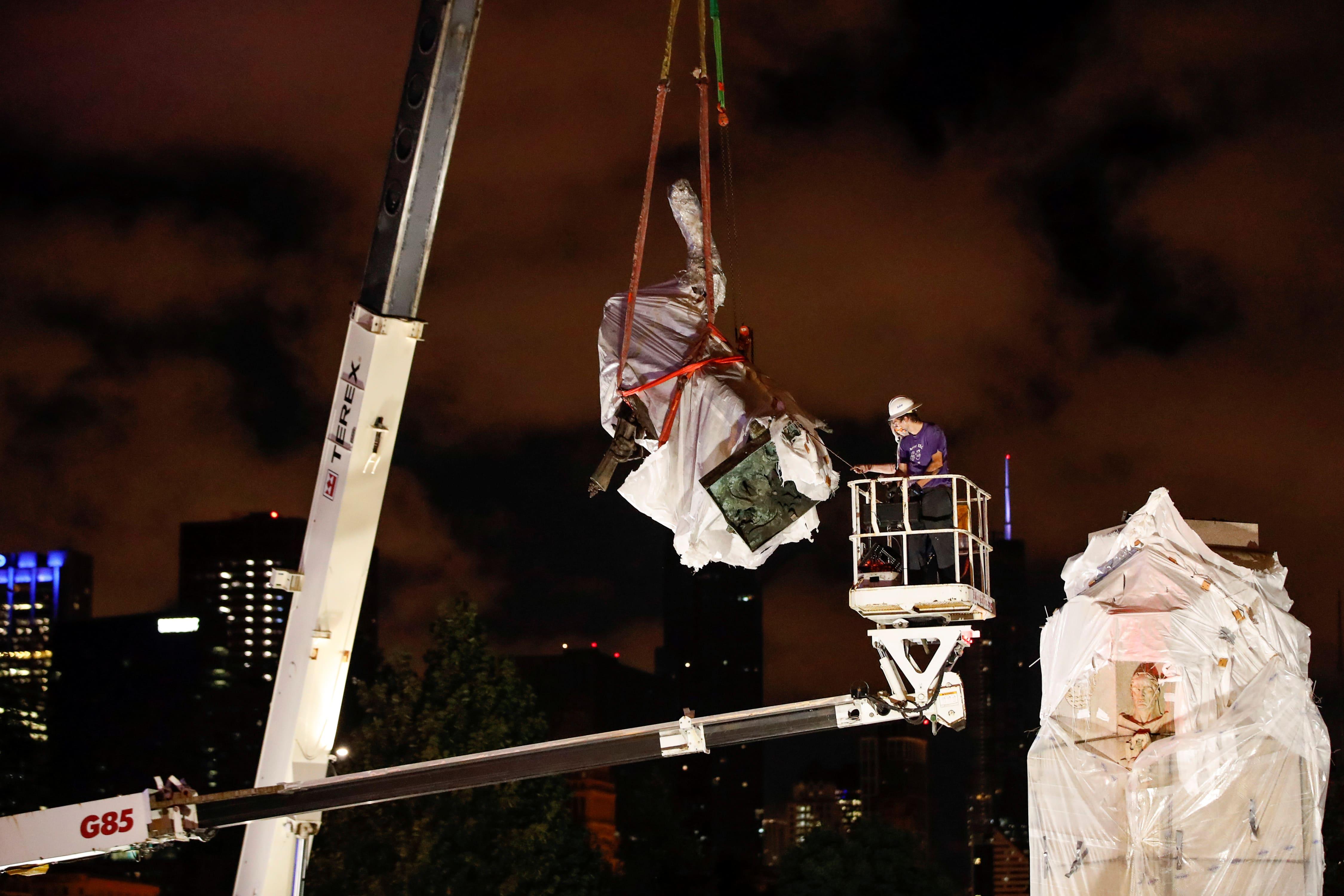 La alcaldesa de Chicago retira dos estatuas de Cristóbal Colón ...