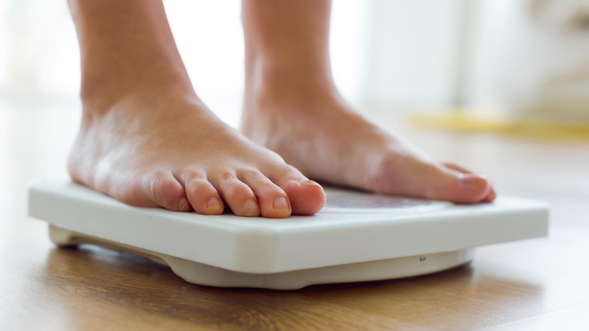Resultado de imagen para persona pesandose