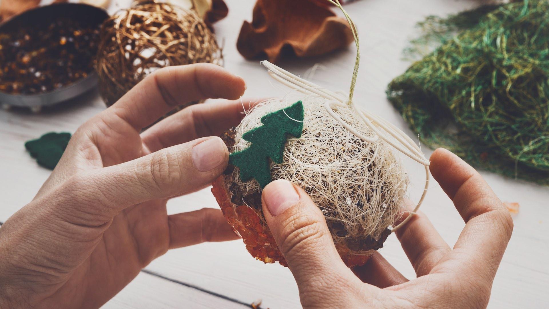 14 ideas para decorar el rbol de Navidad en familia Telemundo