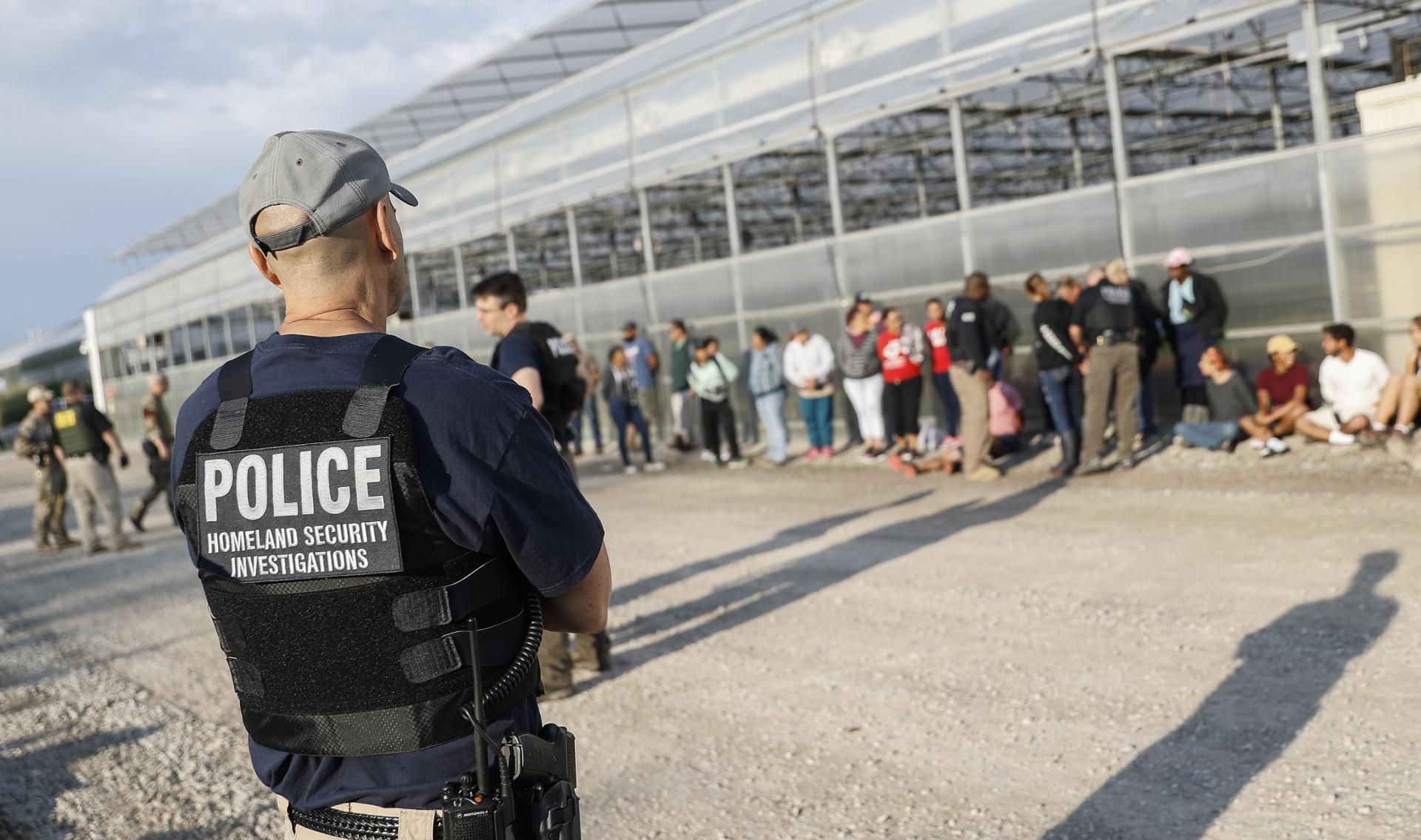 immigration agents arrest 114 - 899×600