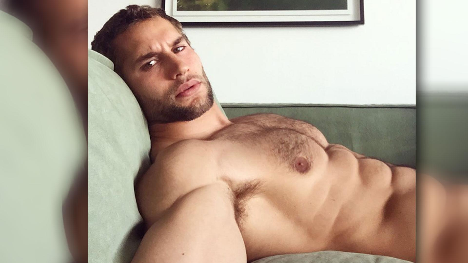 popular latín desnudo