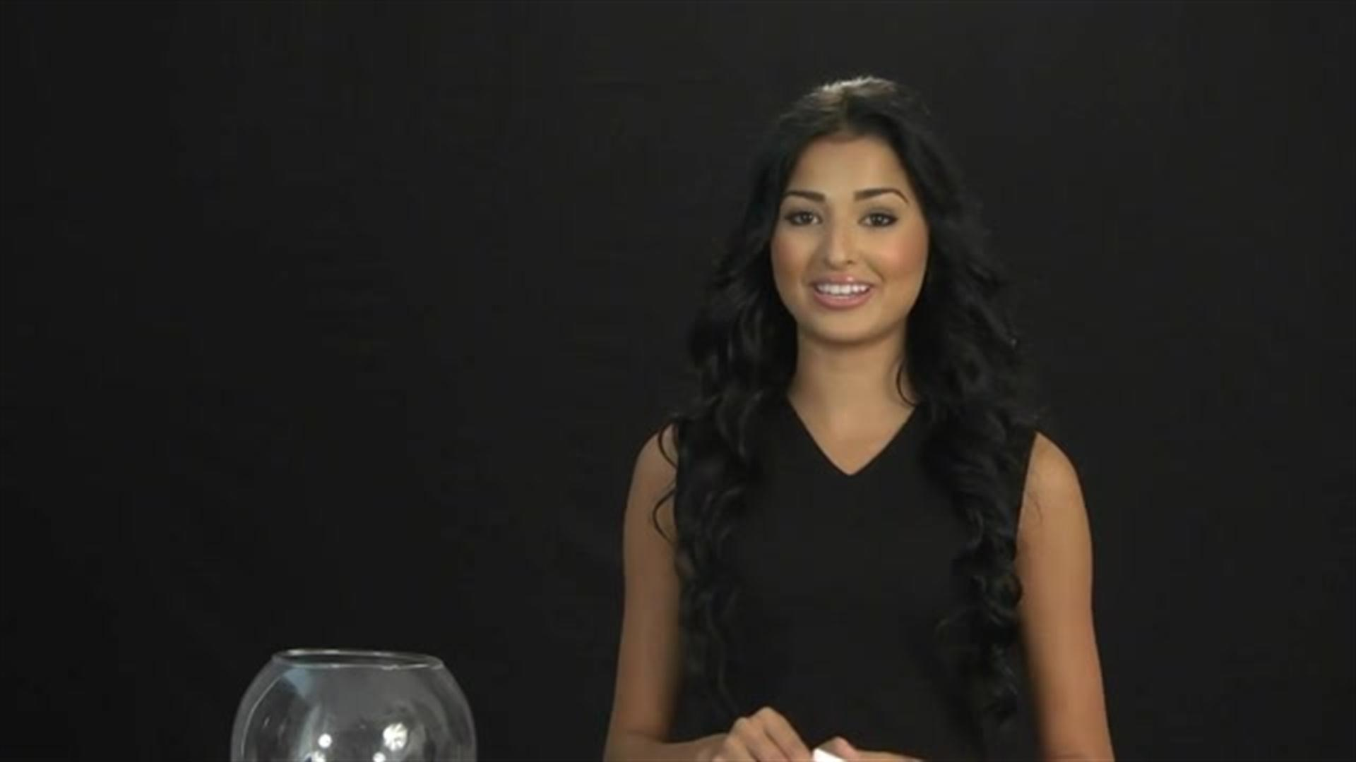 Miss Curacao 2013, Eline de Pool, plays Truth or dare (VIDEO