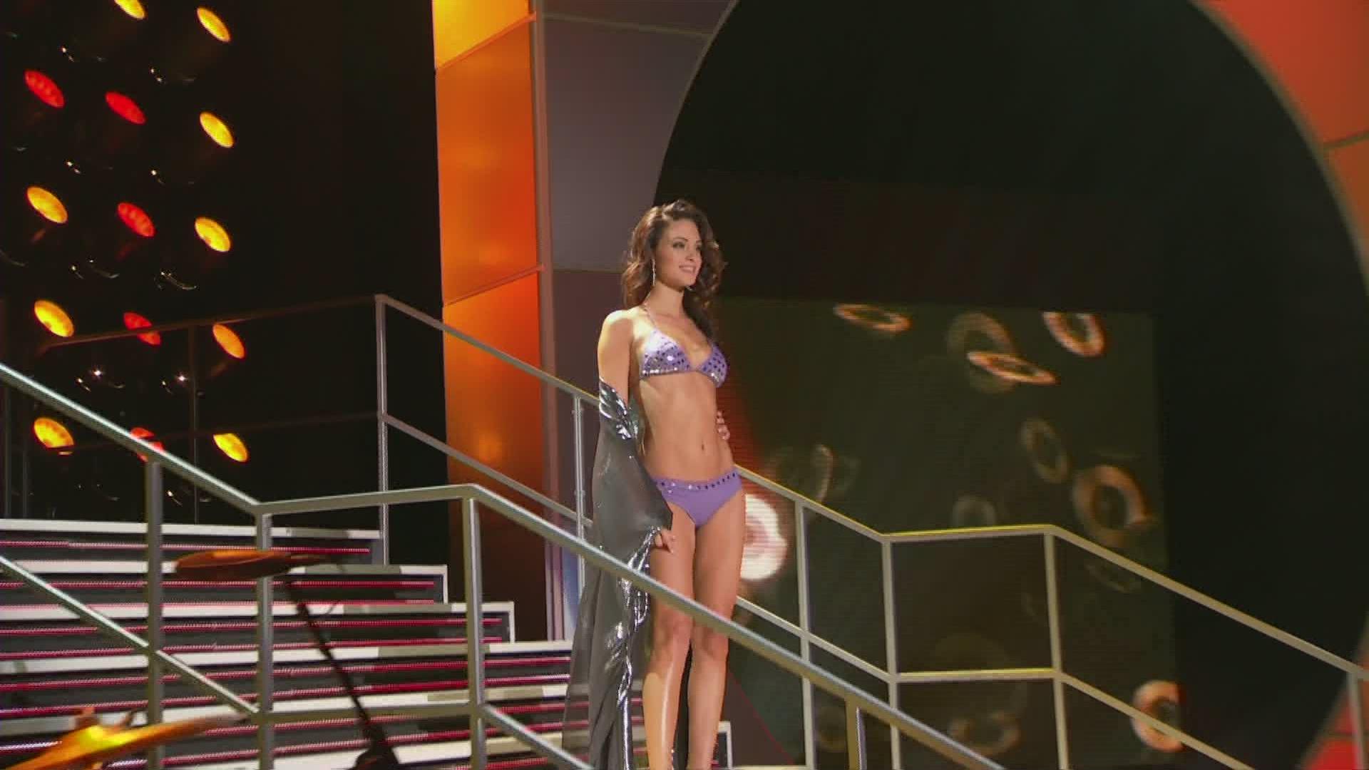 Miss Traje De Desfile Universo 2010 En BañoTelemundo rtQdsCxh