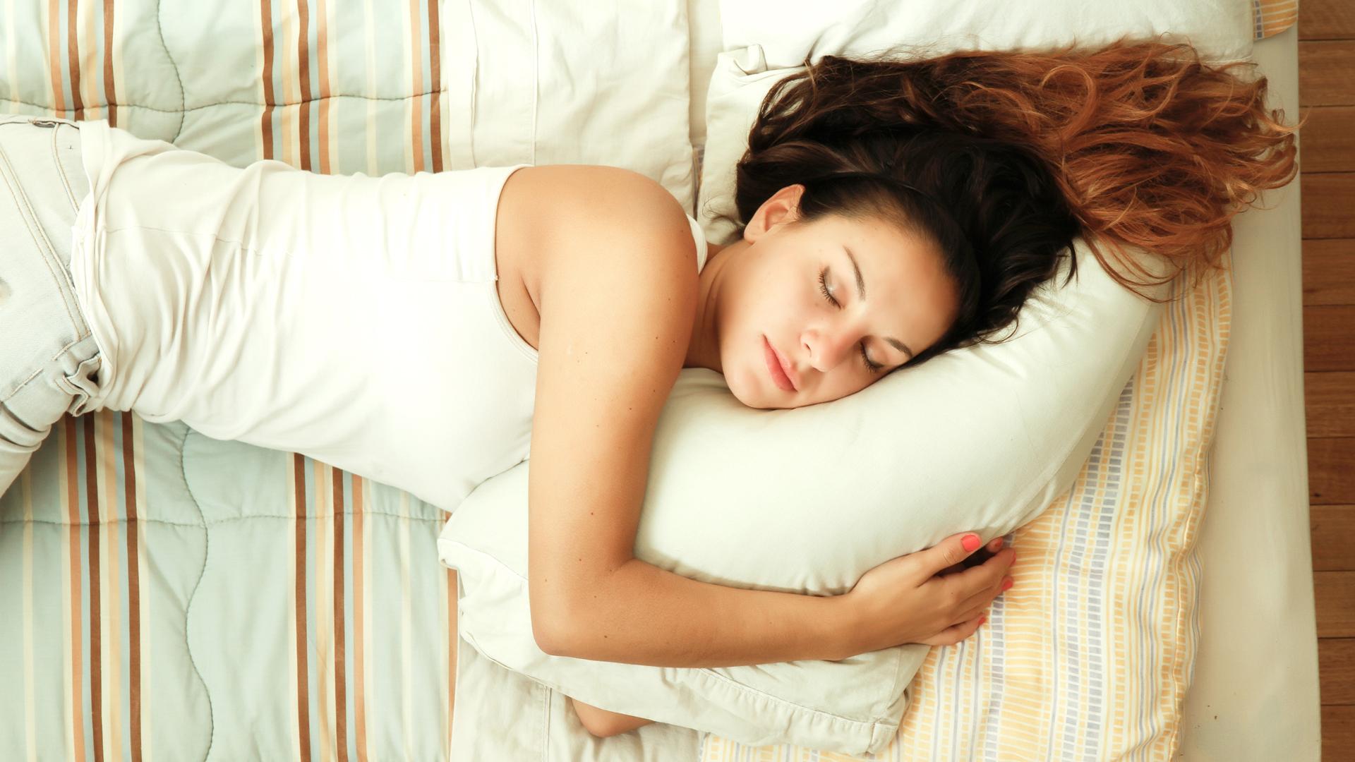 Mujer, tienes mal dormir? te despiertas cada 30min? Acá el por qué