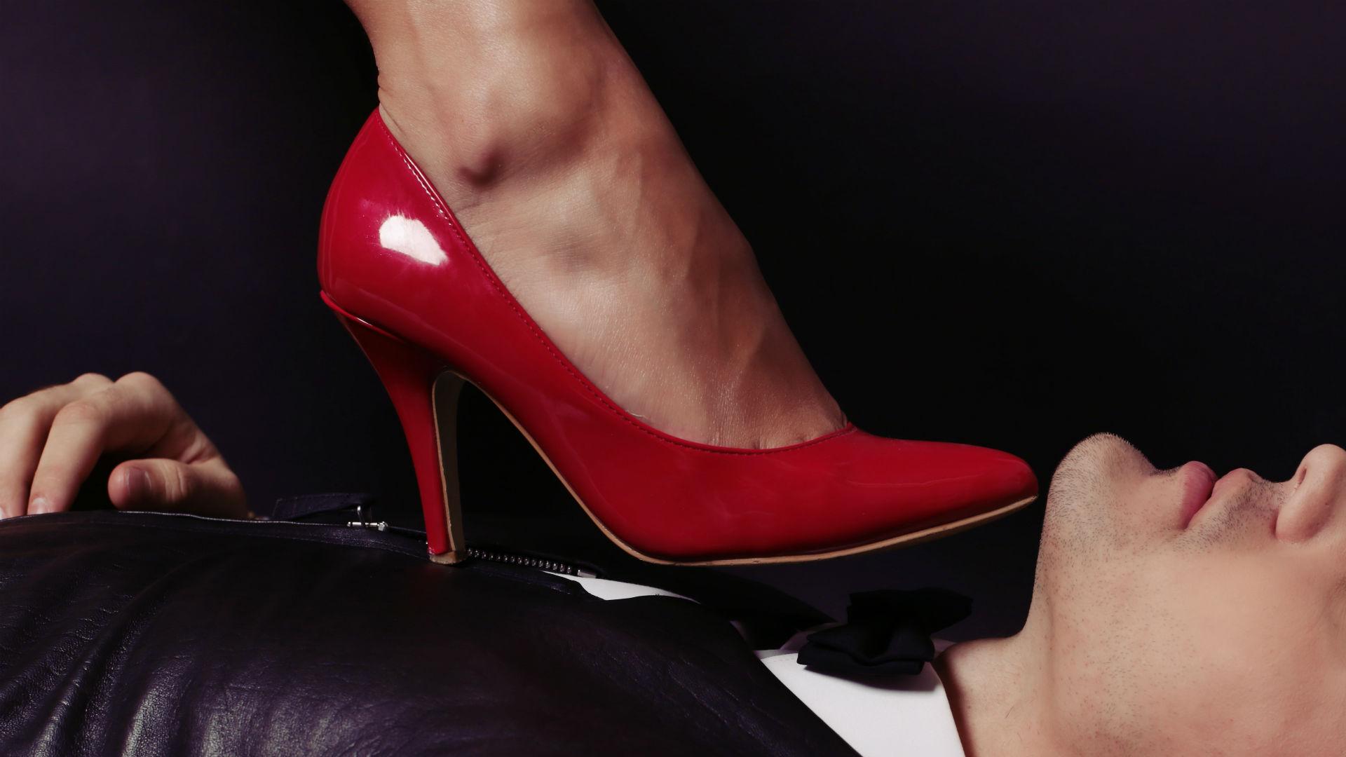 Целует ноги жене, Муж целует ноги жене - сборник красивых стихов в Доме 1 фотография