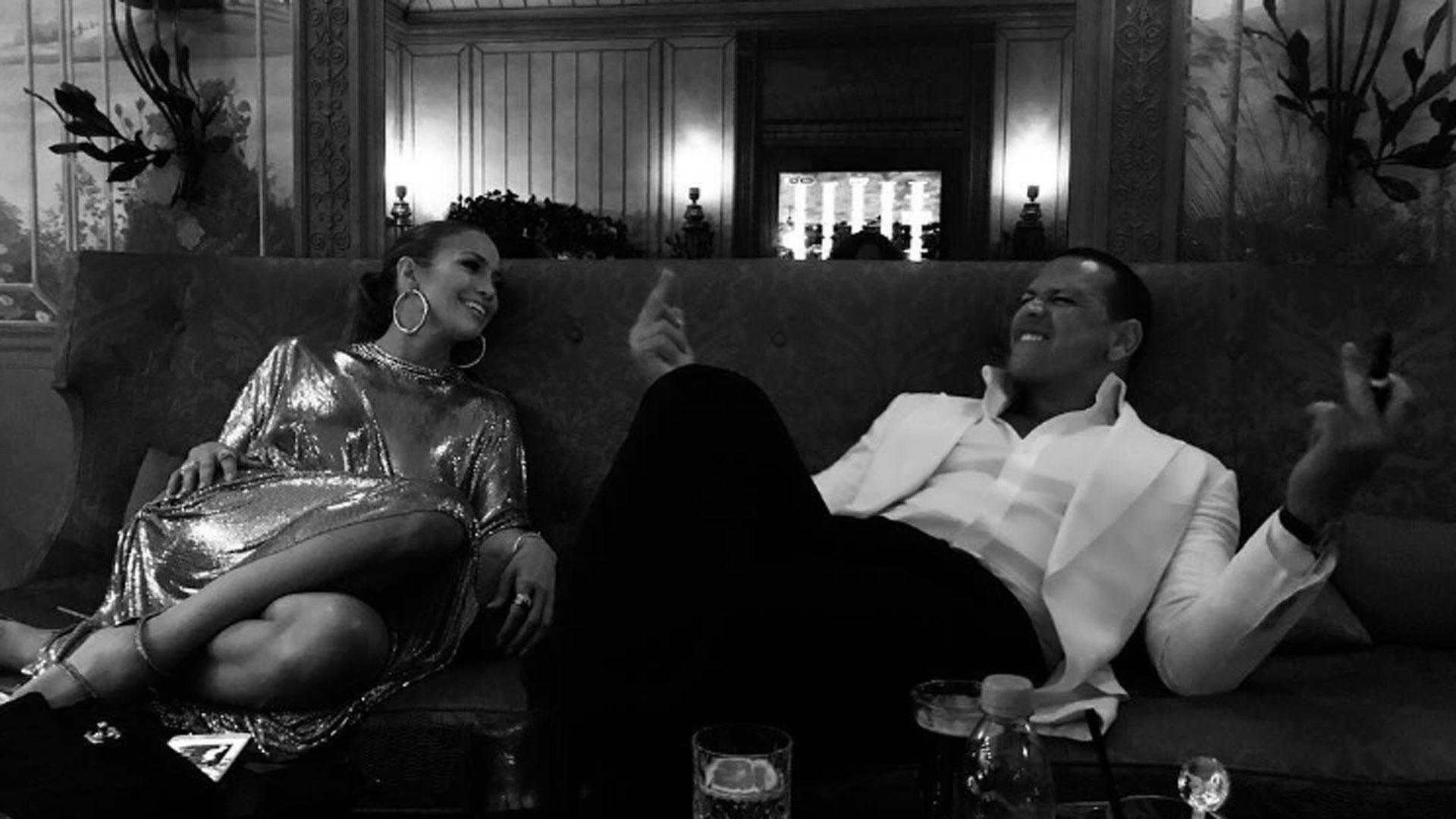 Resultado de imagen para JENNIFER LOPEZ Y ALEX EN PARIS