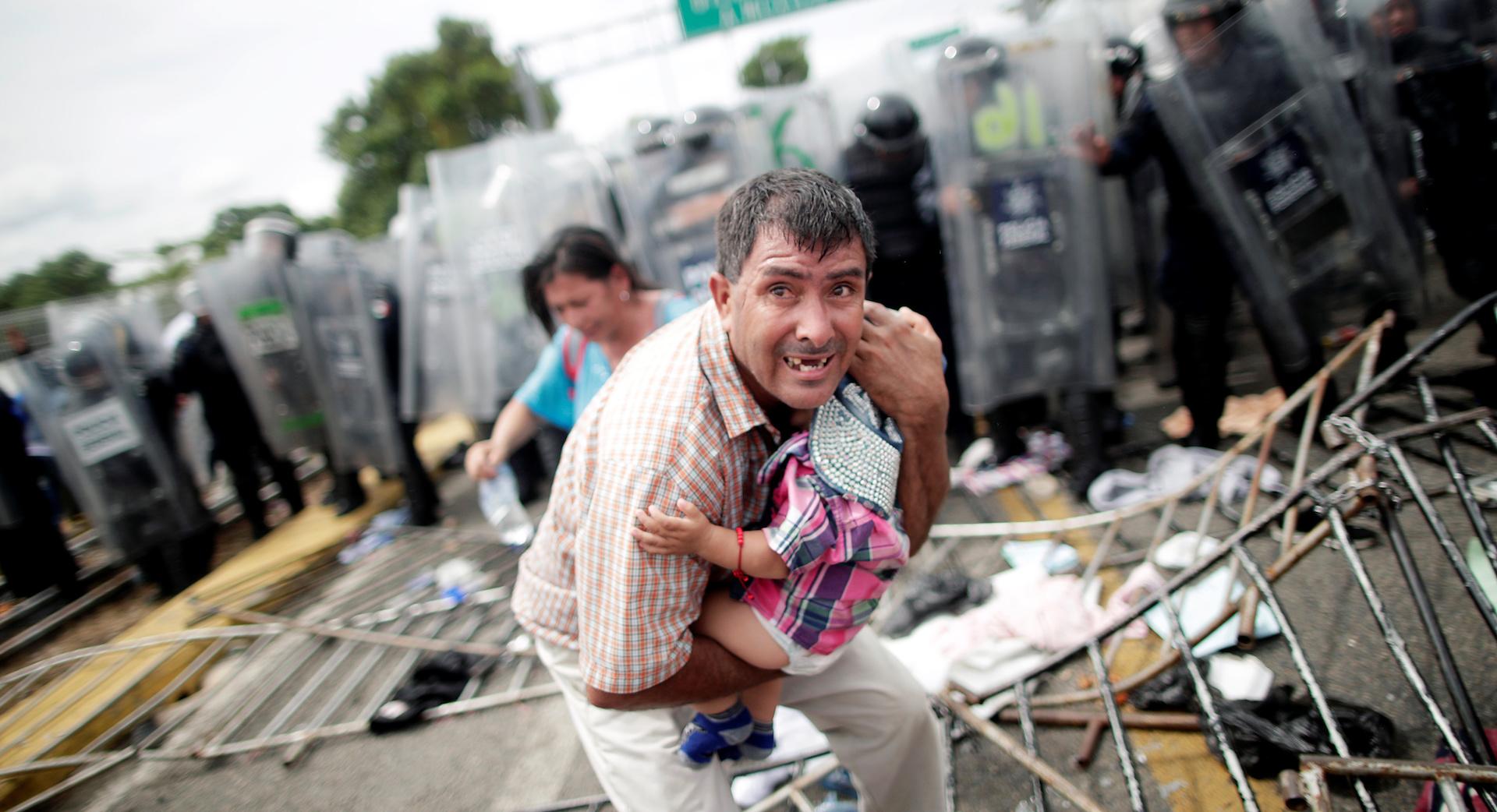 México permite la entrada ordenada de la caravana tras