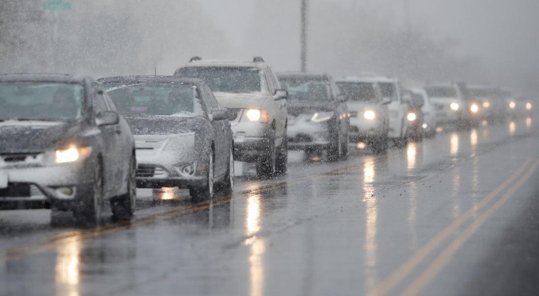 Resultado de imagen para Vuelos cancelados, accidentes de tráfico y miles de hogares sin luz. El ciclón bomba entra de lleno en el centro de EEUU