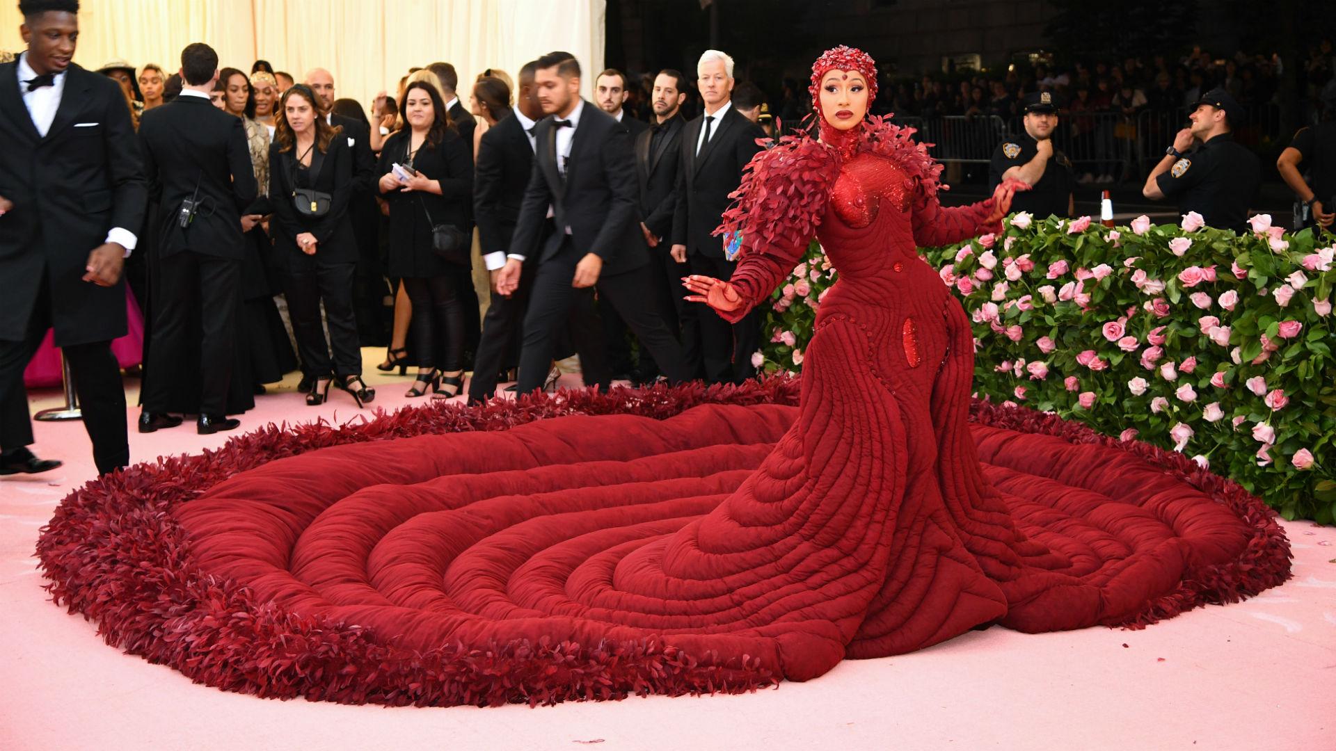 71e507dfdc2 Tardaron 2,000 horas en hacer el vestido de Cardi B para la MET Gala 2019 |  Telemundo