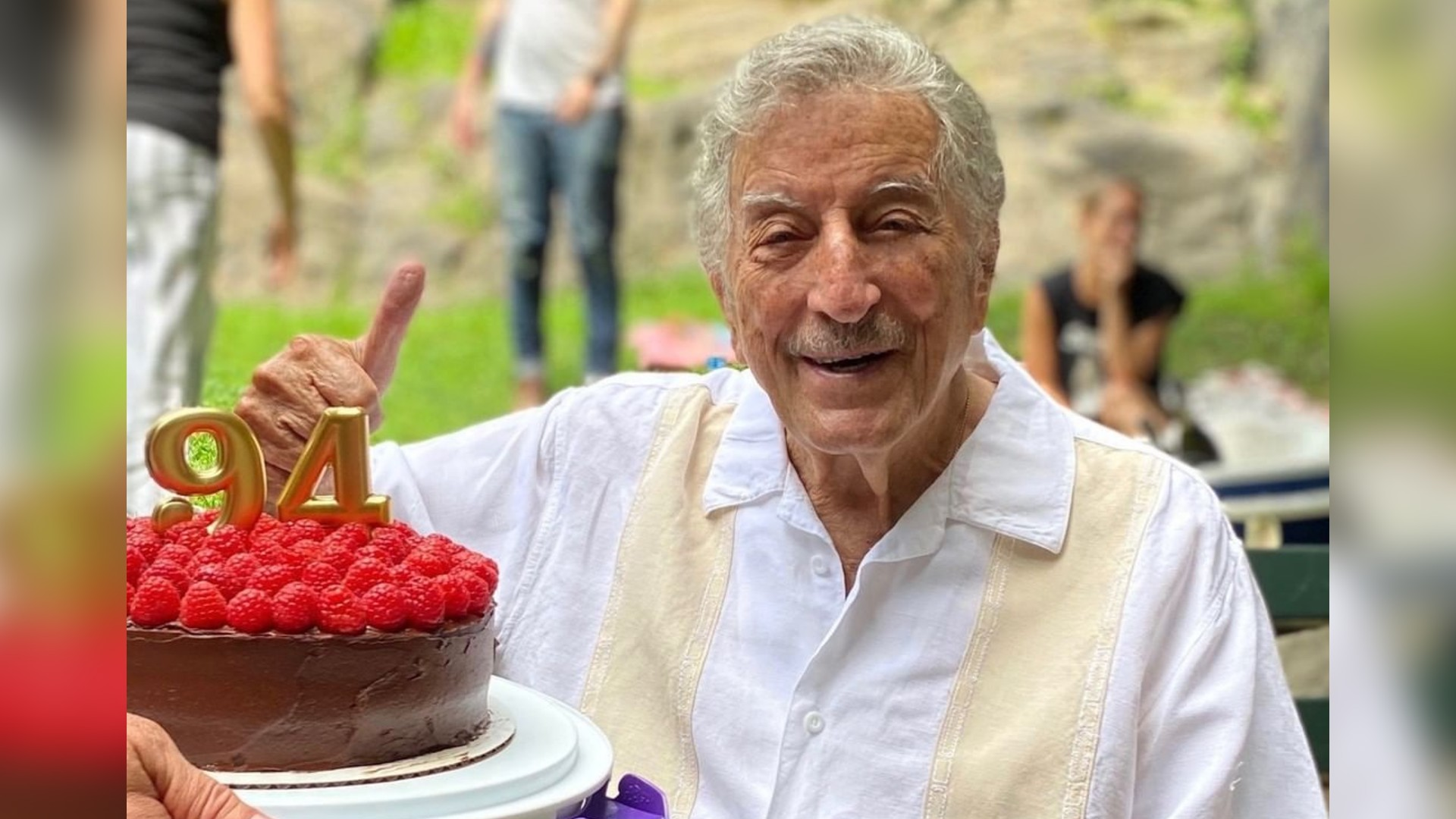 Tony Bennett Celebrated His 94th Birthday With Mariachis (WATCH)
