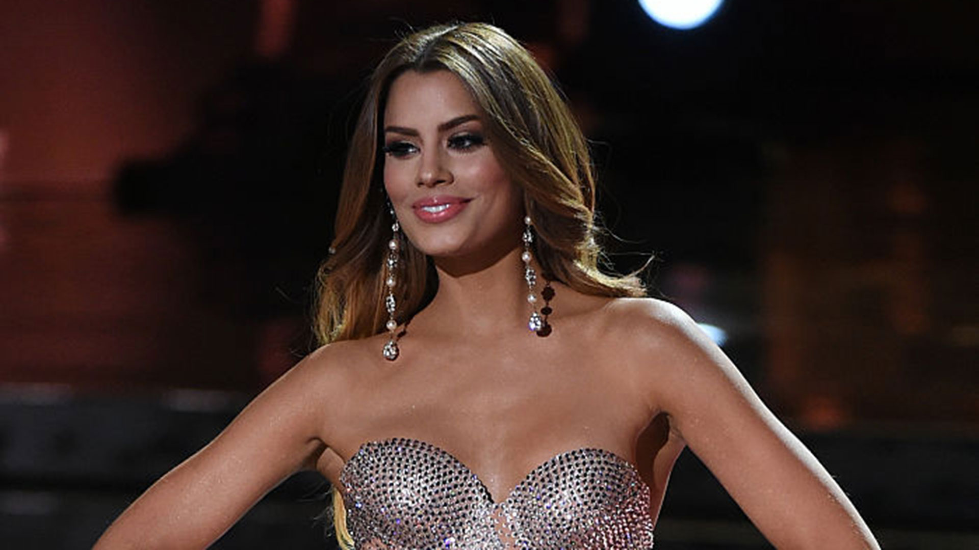 http://www.telemundo.com/sites/nbcutelemundo/files/images/promo/media_gallery/2016/10/19/ariadna-gutierrez-dl.jpg