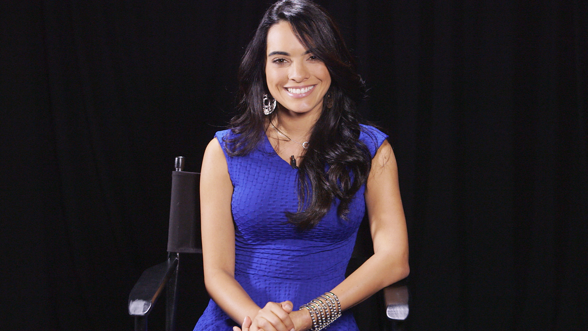 http://www.telemundo.com/sites/nbcutelemundo/files/images/promo/video_clip/2014/11/17/scarlet-gruber-vestido-azul.jpg