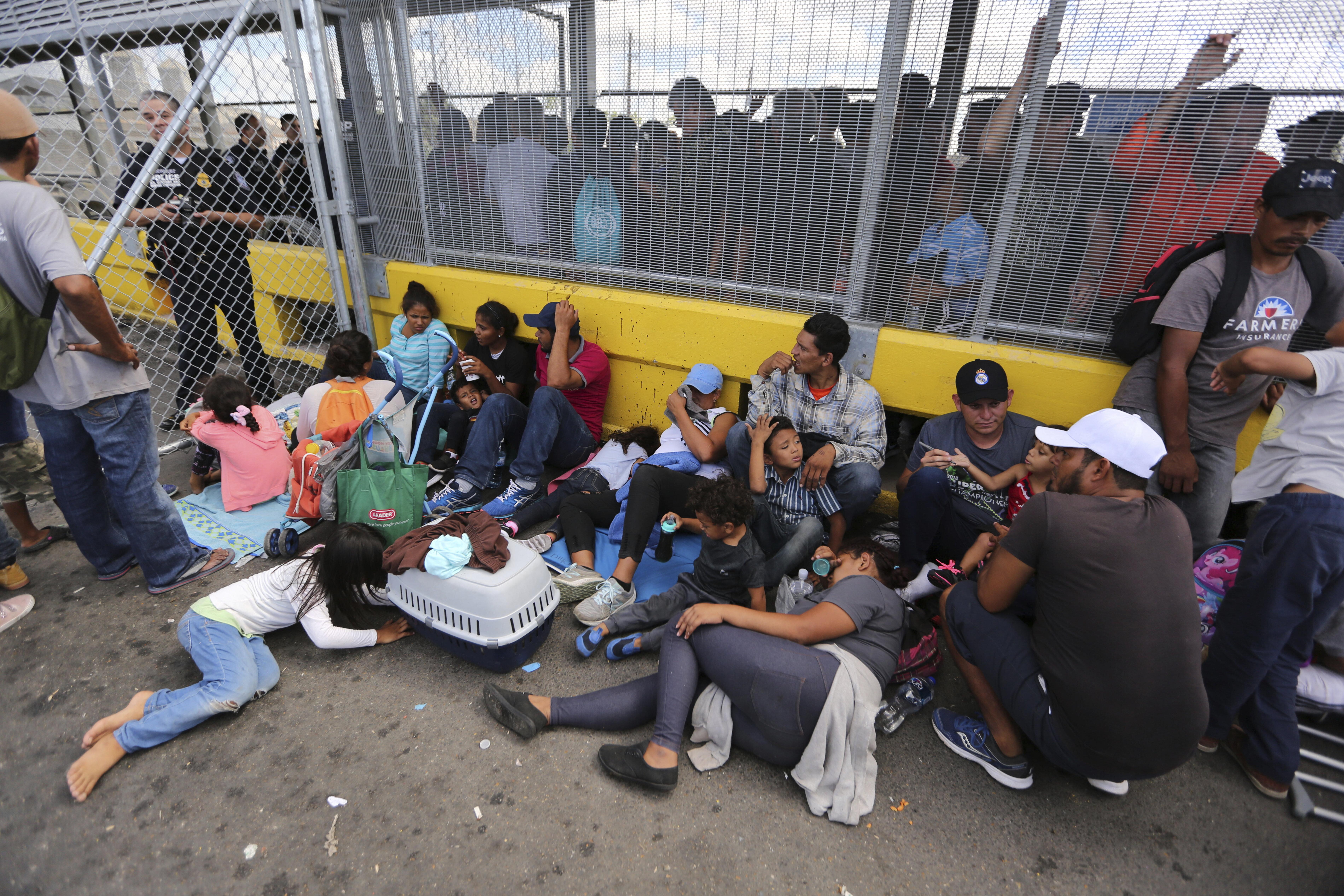 """Denuncian condiciones deplorables en campamento de refugiados en México: """"Y va a empeorar más todavía, rápidamente - Telemundo"""