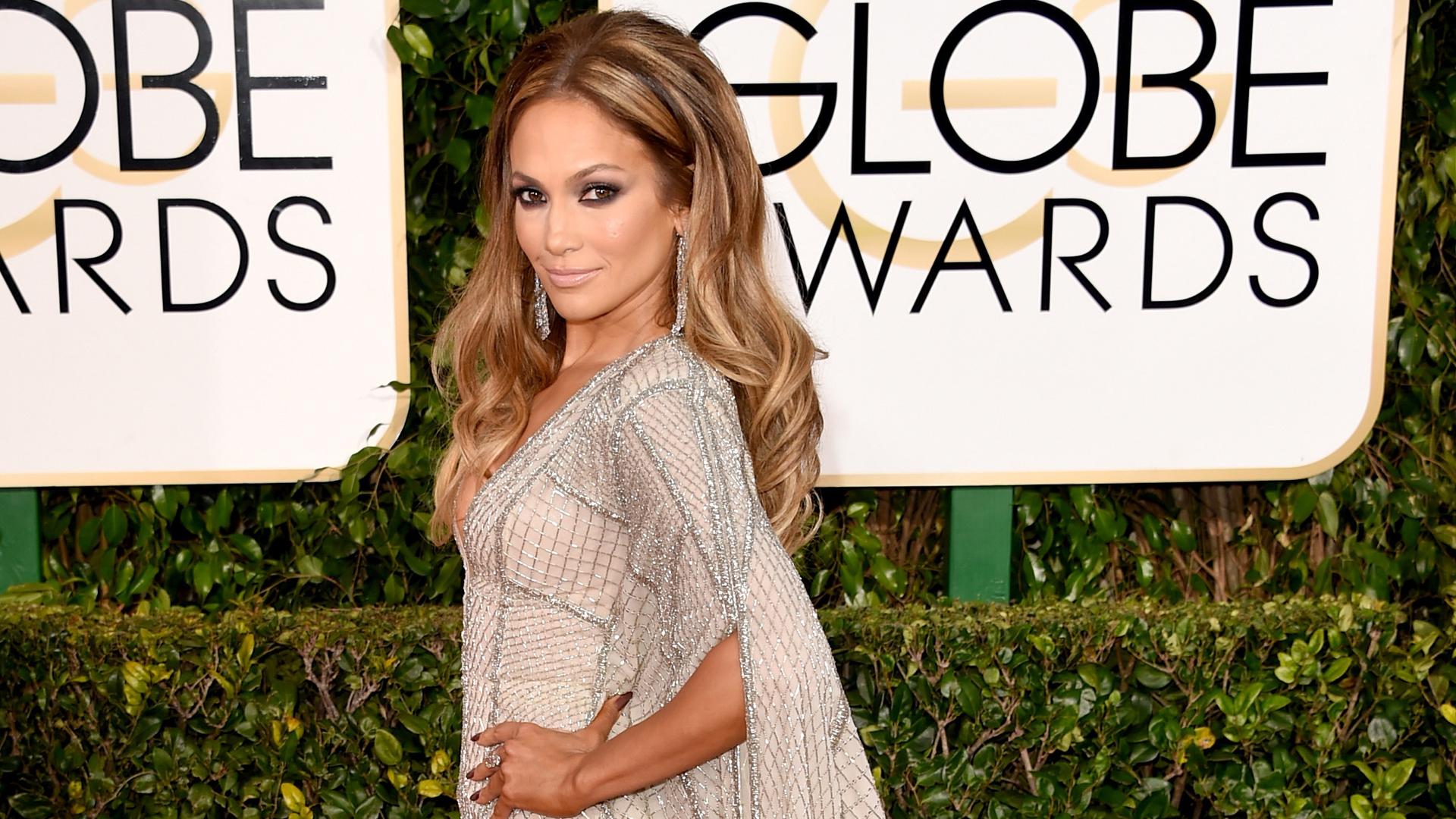 Jennifer Lopez lució un escote despampanante en los Globos de Oro 2015 (FOTOS)