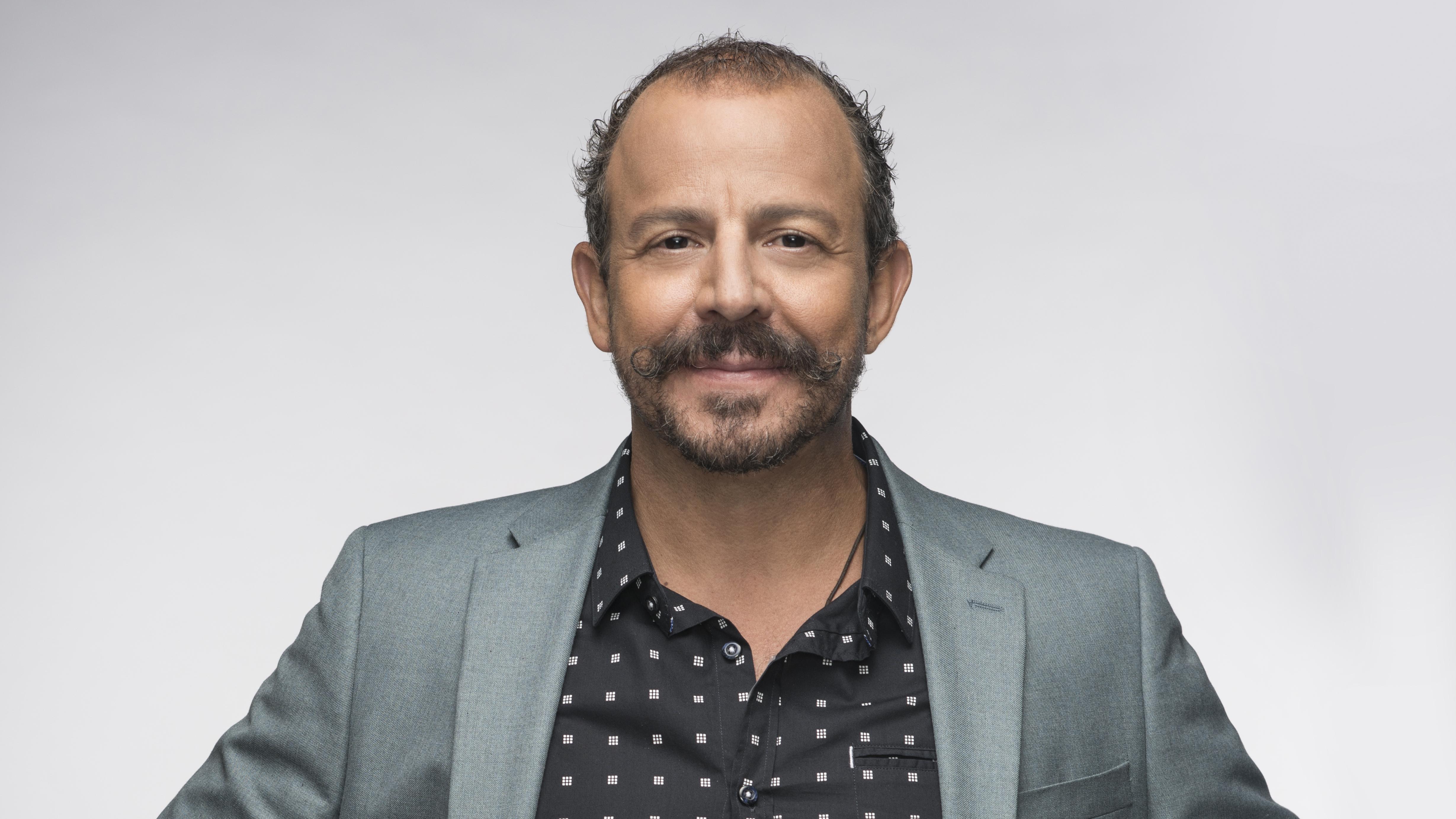 MasterChef Latino JUEZ Benito Molina | Telemundo