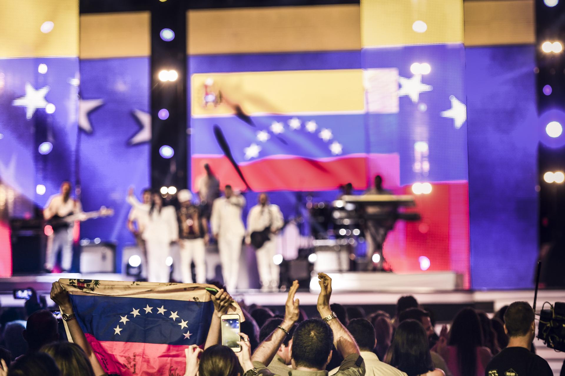 Momento Venezuela en Premios Tu Mundo 2017.
