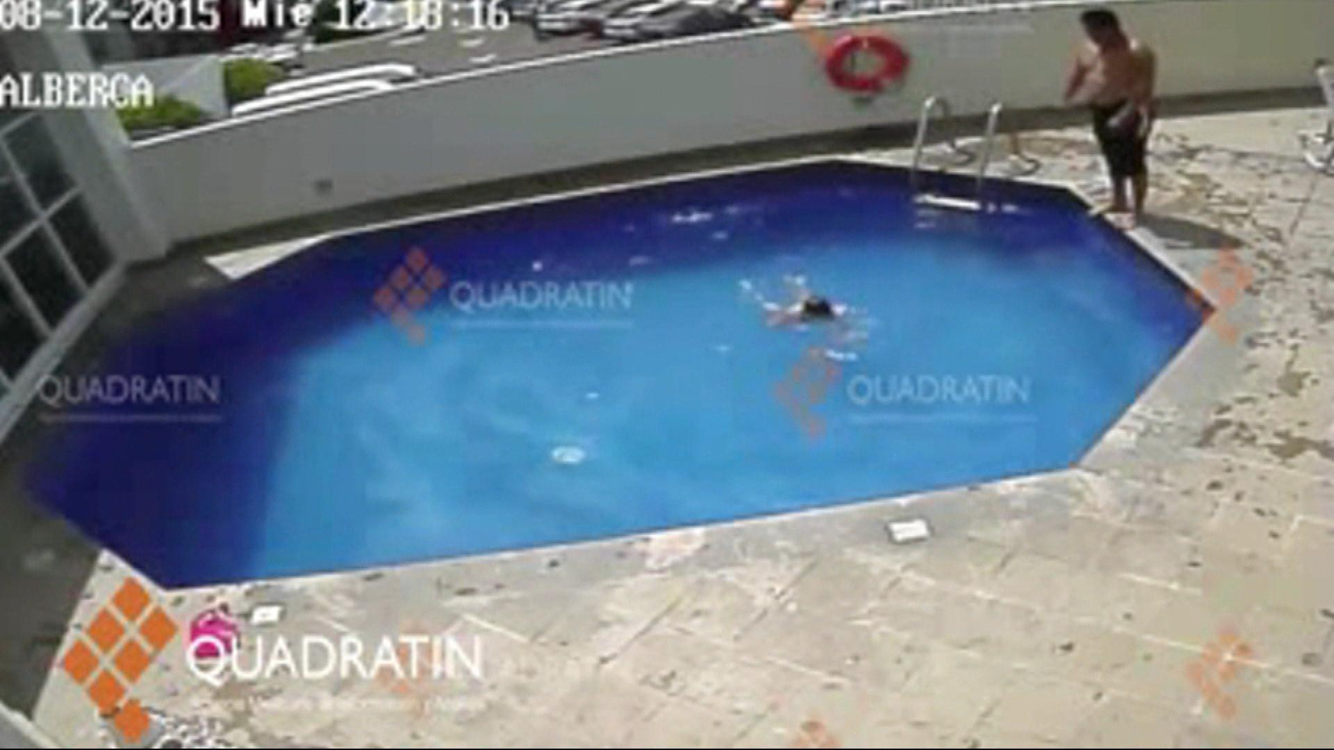 Hombre lanza a una ni a a una piscina varias veces en for Fotos porno en la piscina