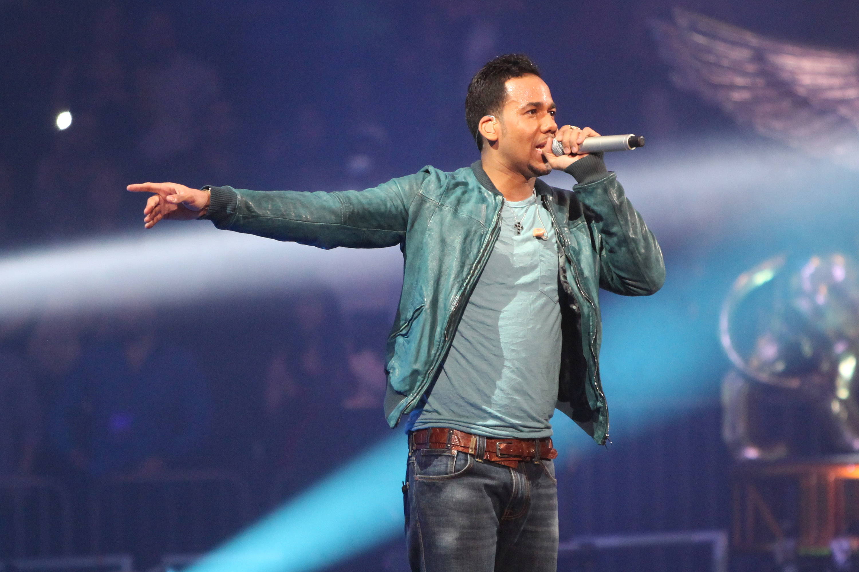 Yandel Sin Camisa Imagenes Romeo Santos In Concert
