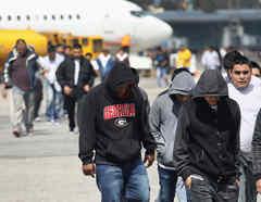 Migrantes deportados en Estados Unidos en una imagen de archivo.