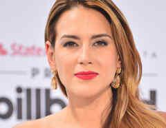 Erika de la vega premios billboard 2015