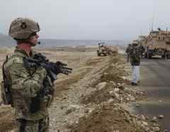 Un sargento del ejército patrulla en Afganistán en una foto de 2011.