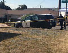 Un vehículo policial en la escena de la masacre en California.