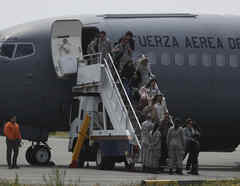 Familiares de los pasajeros del avión desaparecido llegaron este miércoles a Punta Arenas.
