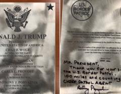 Placa Trump.