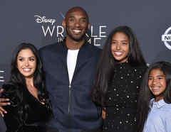 Vanessa Bryant y Kobe Bryant con sus hijas Natalia y Gianna, febrero de 2018