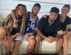 Nicky Jam con su novia y Anuel AA y Karol G en Miami
