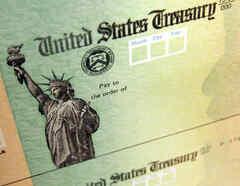 Una imagen de archivo de un cheque del IRS.