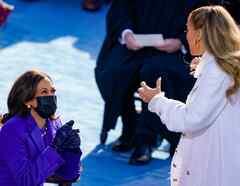 Kamala Harris y Jennifer Lopez en la inauguración de Joe Biden