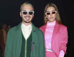 J Balvin y Valentina Ferrer con lentes oscuros
