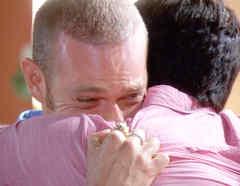 Luis Ernesto Franco llorando en Bajo El Mismo Cielo