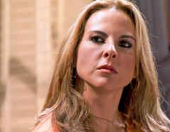 Kate del Castillo, Anastasia Cardona desafiante en Dueños del Paraíso