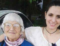 Meli con su abuelita