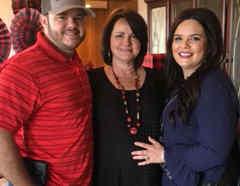 La familia Jones con la suegra embarazada
