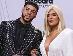 Anuel AA y Karol G en la alfombra roja de Premios Billboard 2019