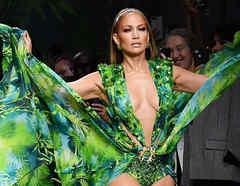 Jennifer Lopez en el desfile de Versace en la Milan Fashion Week