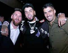Anuel AA, Lioner Messi y Luis Suárez