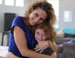 Madre e hijo transgénero