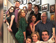 """Sofía Vergara y los actores de la famosa serie """"Modern Family"""""""