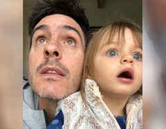 Mauricio Ochmann con su hija Kailani