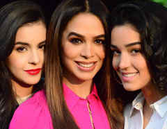 Biby Gaytán con sus hijas