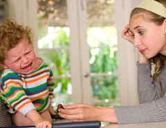 Mamá e hijo llorando