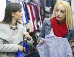 Mujeres robando ropa