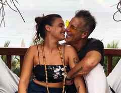 Fernando Carrillo y su novia